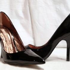 Pantofi negri, eleganti, pentru femei, din piele lacuita (9930-361BLACK) BUFFALO REDUCERE EXCEPTIONALA DE PRET - Pantof dama Buffalo, Marime: 37, 38, 39, 40, Culoare: Negru, Piele naturala