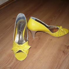 Sandale dama, Marime: 36.5, Bronz - Pantofi, sandale galbeni, galbene din lac, superbe!