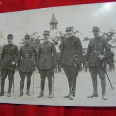 FOTOGRAFIE MILITARA veche, OFITERI MILITARI IN TINUTA DE LUPTA, in tinuta completa cu SABIE, GRATIS Transport - Fotografie veche