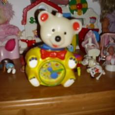 Ursuletul tommy..lampa veghe, carusel, ceas..interactiv ( in timp ce canta si lumineaza capul se balanseaza, canta un canTec de leagan, p - Carusel patut