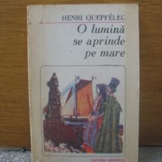 Henri Queffelec - O lumina se aprinde pe mare - Roman