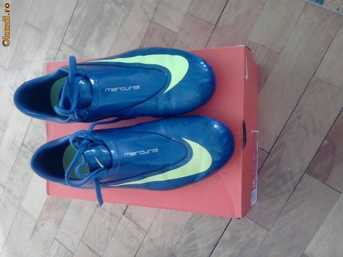 Ghete De Fotbal Nike Mercurial Vapor Si Adidas F5 Foto Mare