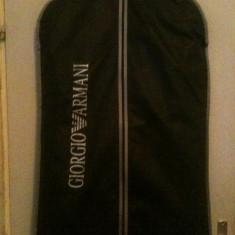 Vand costum armani - Costum barbati Giorgio Armani, Marime: 52, Culoare: Negru, 2 nasturi, Marime sacou: 52, Lung