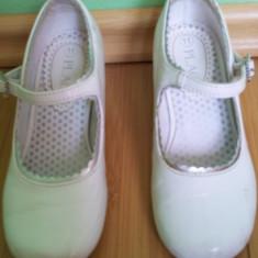 Pantofi copii, Fete - Pantofi albi de fete usor folositi dar buni cu bilute in talpa lungime 16.5 cm