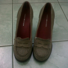 Sandale dama - Pantofi TOMMY HILFIGER pentru birou sau jeans din piele intoarsa naturala gri- grej interior exterior incalta 38, superbi!990 ron in magazin, noi!