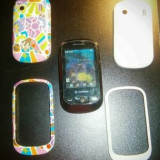 Vodafone 543 mic si util + 2 carcase: alb si toate culorile - Telefon mobil Vodafone, Negru, 2.4'', Touchscreen, 1.3 MP