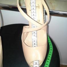 Pantofi Christian Louboutin . Pantofi Dama . Incaltaminte Dama - Pantof dama Christian Louboutin, Marime: 39.5, Nude