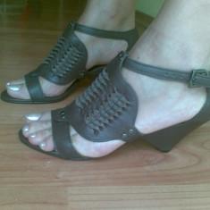 Sandale dama Zara, Marime: 37, Maro - Sandale ZARA din piele marimea 37, sunt noi!