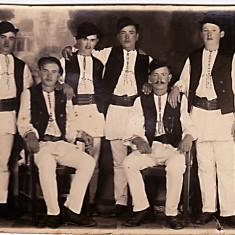 Sibiu Marginimea Sibiului, fotografie veche tip CP scrisa pe verso cu flacaii satului in costume populare, perioada interbelica