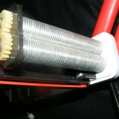 Grinder - Masina TUTUN, aparat anii 60 de facut paste fidea taitei fini de 1 mm PERFECT functionala, vintage de colectie, MASINA VECHE DE TAITEI