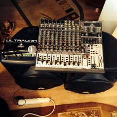 Vand microfon shure beta 58a, 2 boxe active beringer si mixer beringer fara putere in perfecta stare de functionare... - Mixere DJ Behringer