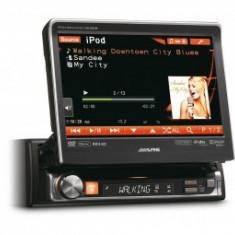 DVD Player auto - Unitate multimedia format 1DIN cu ecran tactil de 7 motorizat Alpine IVA-D511R