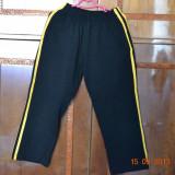 Haine Copii 7 - 9 ani, Trening, Baieti - Pantaloni de trening negri cu dungi galbene