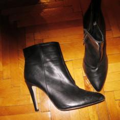 Botine din piele ( ? ), varf ascutit, toc de 10 cm marca HM masura 39 - Botine dama, Culoare: Negru