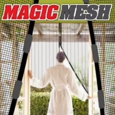 Plasa antiinsecte cu magneti Magic Mesh pentru usa maxim 210x105cm