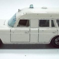 MATCHBOX by LESNEY-MADE IN ENGLAND -MERCEDES BENZ,, BINZ'' AMBULANCE-++2501 LICITATII !! - Macheta auto