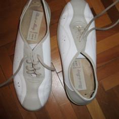 Pantofi albi cu siret . material sintetic, masura 38, 5-39 - Mocasini dama Ara