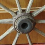 Veche roata din lemn si metal realizata manual - Banat - mestesug taranesc !!!