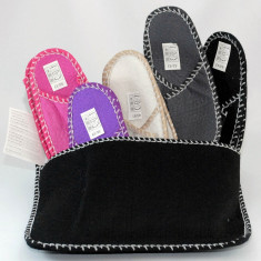 Papuci barbati - Set de 5 perechi de papuci din pasla in suport atasabil pe perete