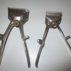Metal/Fonta - Doua vechi masini de tuns, Manuale de colectie din alama cromata