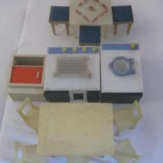 REDUCERE 30 LEI! MINI MOBILIER ROMANESC DE JUCARIE PENTRU PAPUSI DIN ANII 80 - Colectii