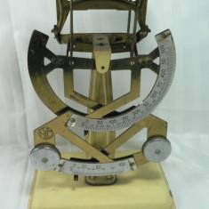 VECHI CANTAR DE POSTA - 2 SCALE 0 - 100 GR. SI 0 - 500 GR. - INALTIME 31 CM - PLACA DE BAZA 15 X 10 CM - STARE DE FUNCTIONARE - PIESA DE COLECTIE - Cantar/Balanta
