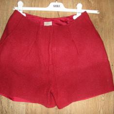 SUPER PRET! Pantaloni scurti H & M sz 36 stofa fina dublata buzunare fata ! - Pantaloni dama H&m, Culoare: Rosu, Tweed