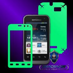 Folie de protectie - MOTOROLA XT320 XT321 DEFY MINI - Folie Fosforescenta GLOW SKINZ kit full body, Protectie totala telefon profesionala, ecran, spate, carcasa, husa tip skin