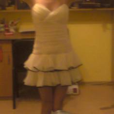 Vand rochita voal alba - Rochie banchet, Marime: 36, Scurta, Fara maneca