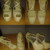 Pantofi model Louboutin