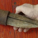 scule / unelte vechi - Nicovala cu tarus din lemn pentru batut / ascutit coasa !