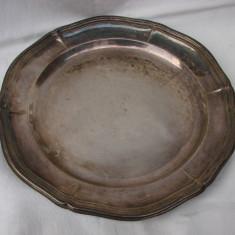 Tava mare din alama argintata, marcata Prima NS, avand diametrul de 33 cm