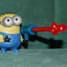 Miniatura Figurina - Jucarie figurina Minion din filmul de desen animat Minioon, colectie, plastic, 7cm, pentru Mc Donalds 2013