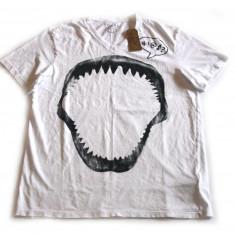 Tricou barbati - Tricou Guess Jeans Shark Tee masura S si M