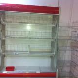 Frigidere cu prelata, lazi frigorifice si rafturi pentru magazin alimentar.