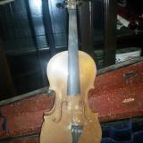 Vioara foarte veche in cutie de lemn