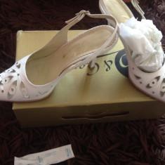 Pantofi dama, Piele naturala - Pantofi tip sanda, pantofi decupati, ideali ocazii, nunta, marimea 37, Guban