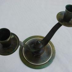 Frumos sfesnic din bronz patinat cu doua focuri