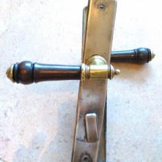 Set clanta cu maner din lemn de sec XIX si ornamente. - Metal/Fonta