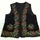 Costum popular vechi cusut manual vesta si fusta