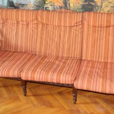 Canapea din lemn masiv, fixa, de 3 locuri