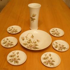 Set piese portelan vaza, farfurii, Kaiser, model Denise, West Germany, numerotate