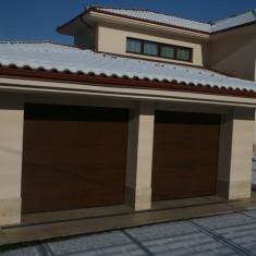 Constructii - Usa garaj culoare nuc