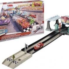 Pista de curse Action Shifters Flo's V8 Cafe Cars - Masinuta de jucarie Mattel