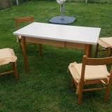 Vand masa de bucatarie + 4 scaune model deosebit lemn masiv