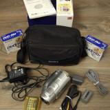 Camera video Sony DCR-DVD405E + multe accesorii BONUS, 3-3.90 Mpx, 10-20x, 2 - 3