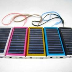 Incarcator solar universal pentru telefon 2600 mAh