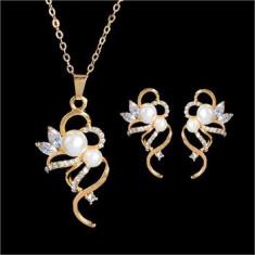 Set bijuterii placate cu aur - Set filat cu aur de 18k, cercei, pandantiv si lantisor, pietre zirconia albe