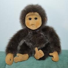 Jucarie maimutica Hosung Little Monkey Lost Teddy, 20 cm cauciuc moale catifelat - Jucarie de colectie
