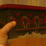 Cufar,cutie pictata manual,pe lemn,rustica , imagini florale,adusa din Germania